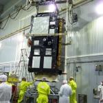 Sentinel-3B lifting opeartions (Credits: Eurockot)