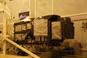 Mounting of satellite on horizontal handling device