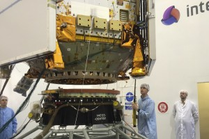 Sentinel-5p being lowered on the Rockot adapter …