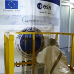 Signing the Sentinel-3B sticker on the Rockot fairing (Credits: Eurockot)